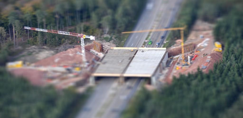 Wildbrücke über die Autobahn A7